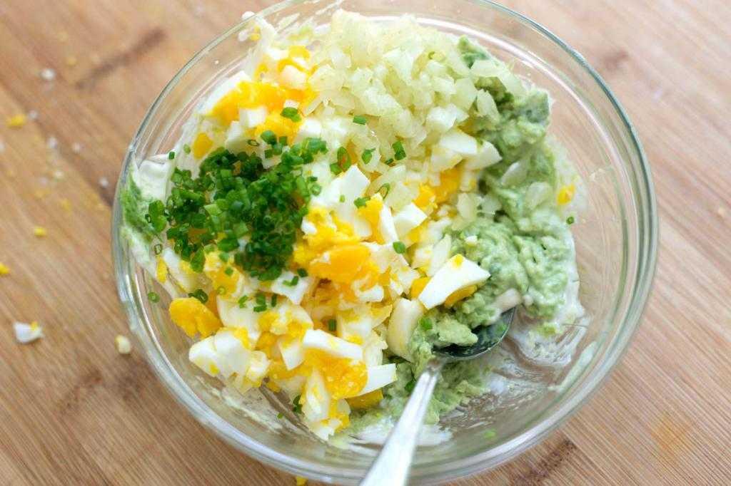 Салат из яиц - полезное и простое блюдо: рецепт с фото и видео