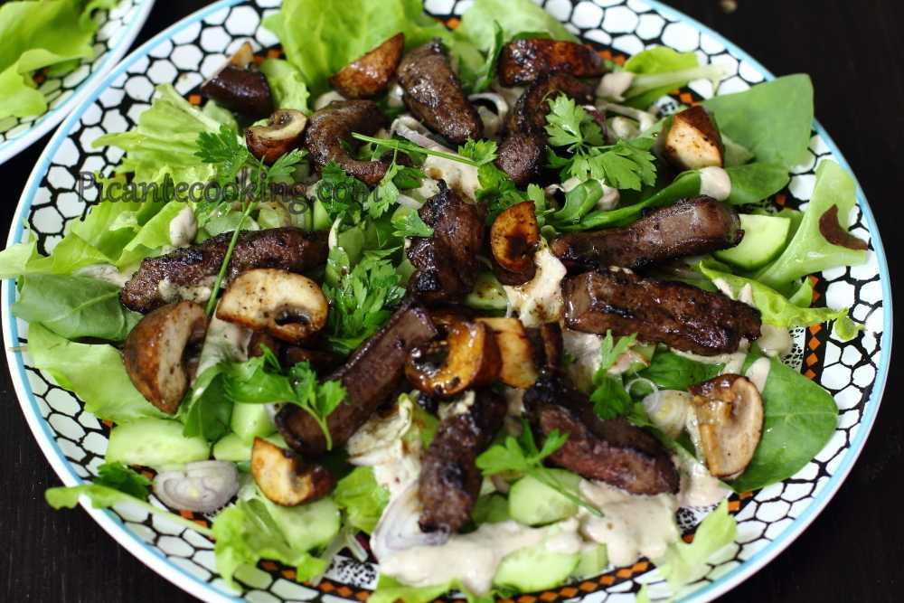 Теплый салат с печенью и грибами рецепт с фото пошагово - 1000.menu