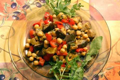 Салат с нутом и баклажанами, вкусные рецепты с фото