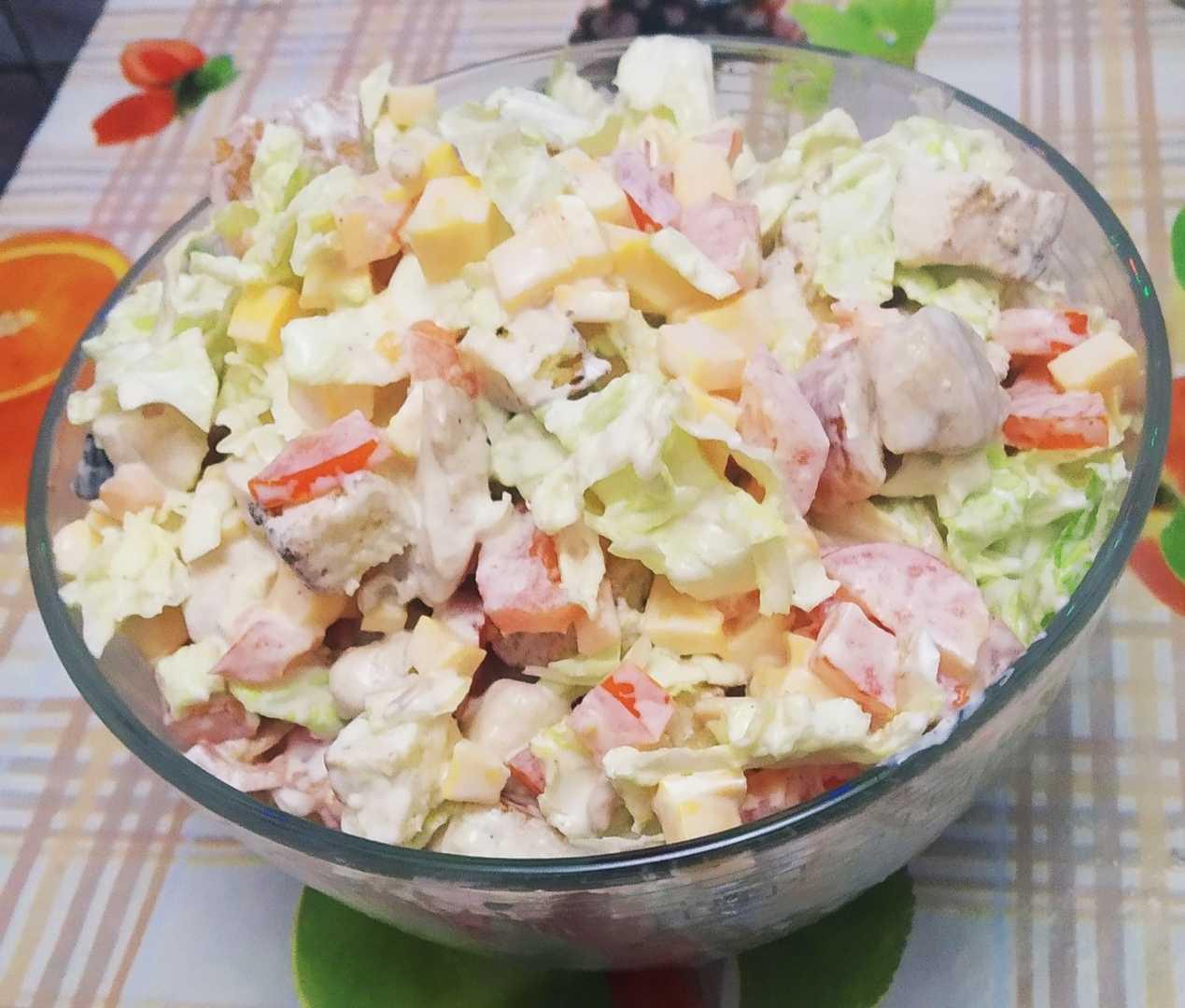 Салат с копченой курицей и пекинской капустой: рецепты