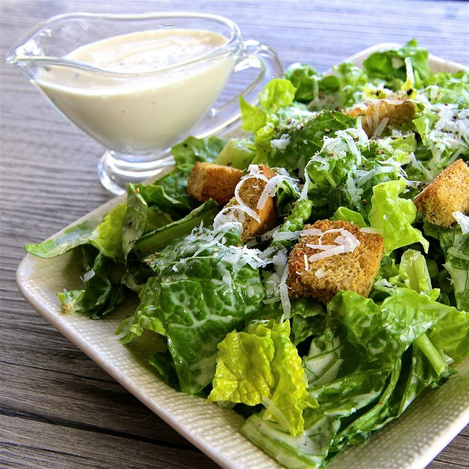 Диетический салат цезарь-пп закуска с низкокалорийным соусом: 3 рецепта