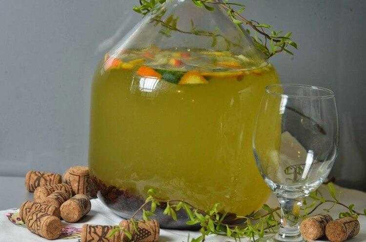 Во поле береза стояла: рецепты вина из березового сока