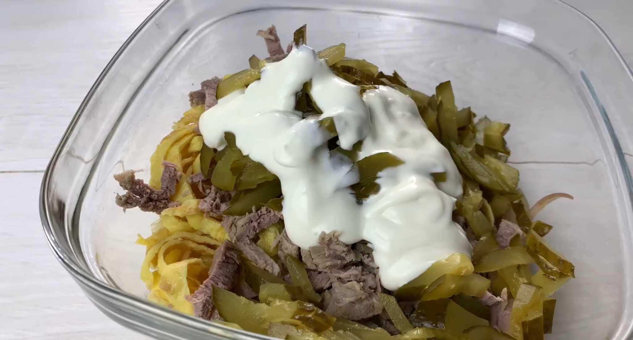 Салат с солеными огурцами - 305 рецептов приготовления пошагово - 1000.menu