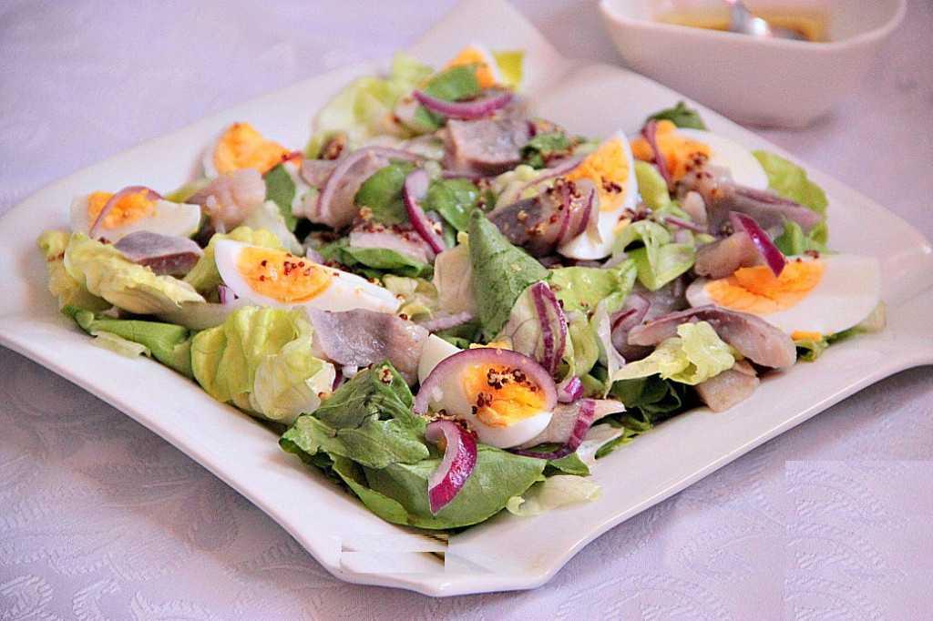 Салат из сельди - простые ингредиенты и быстрое приготовление: рецепт с фото и видео