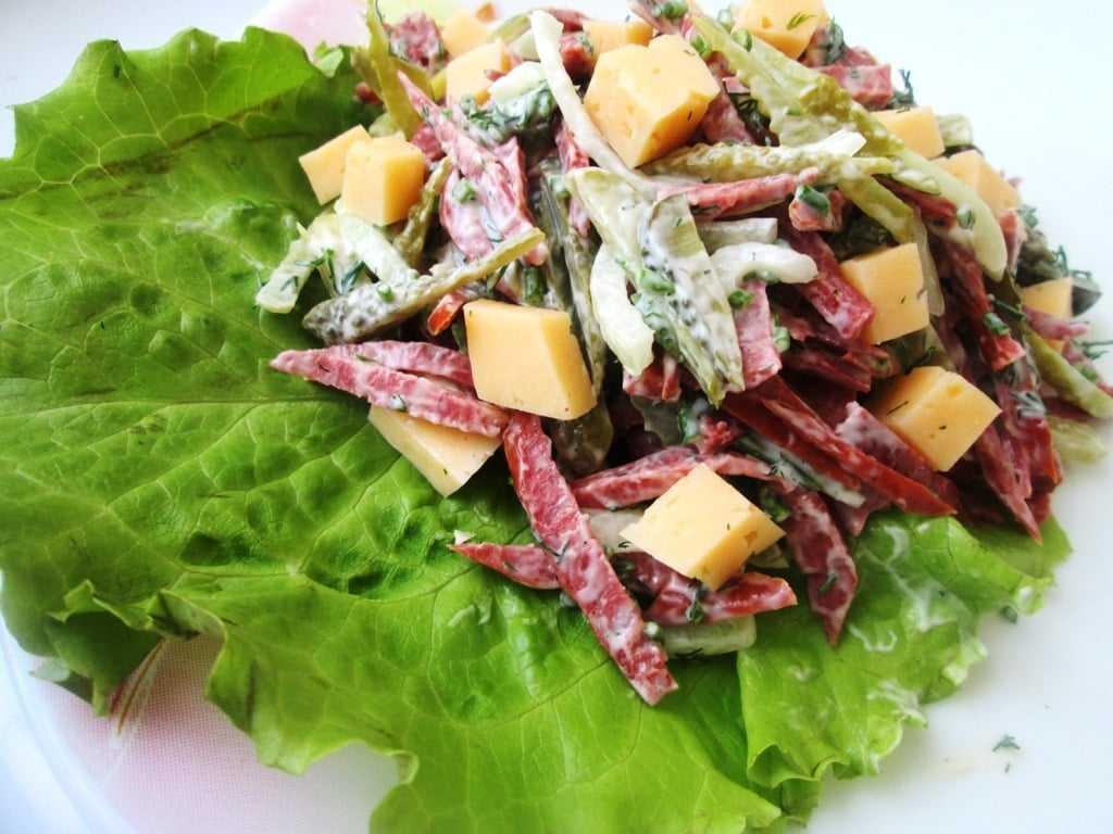 Салаты с колбасой - 20 простых и вкусных рецептов