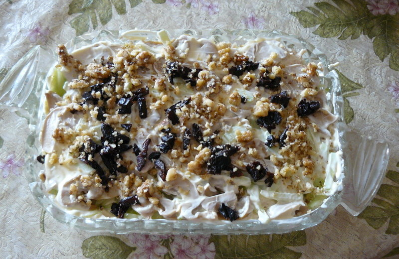 Салат «неженка» с курицей, черносливом и грецкими орехами   step-by-step recipes