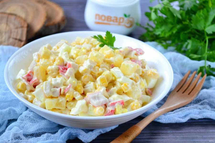 Салат из крабовых палочек с ананасом — 7 вкусных рецептов