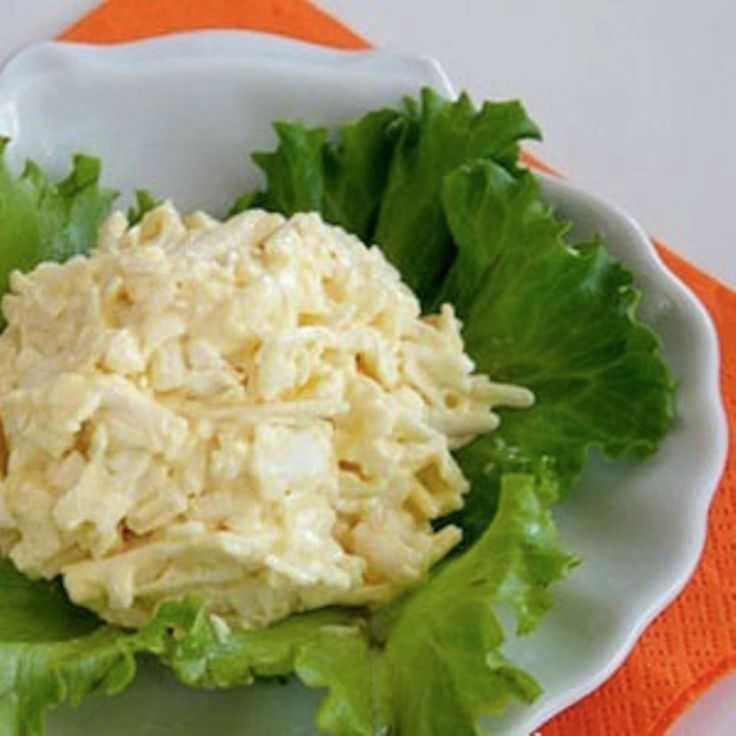 Сырная закуска с чесноком: очень полезно и готовить просто