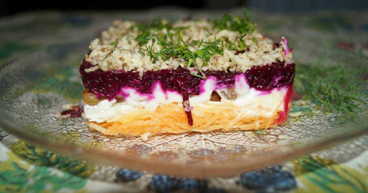 Салат «любовница»: пошаговые рецепты слоями с фото, идеи оформления. как приготовить салат «любовница» с курицей, черносливом, корейской морковкой, изюмом, орехами, виноградом: рецепт