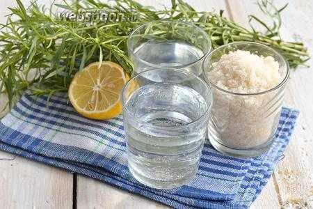 Домашний лимонад с мятой и лимоном освежает и дарит настроение