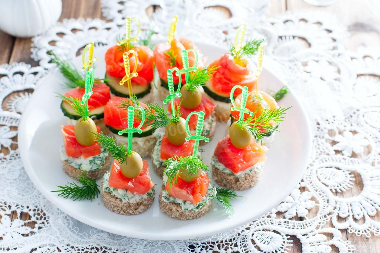 10 аппетитных бутербродов с красной рыбой - лайфхакер