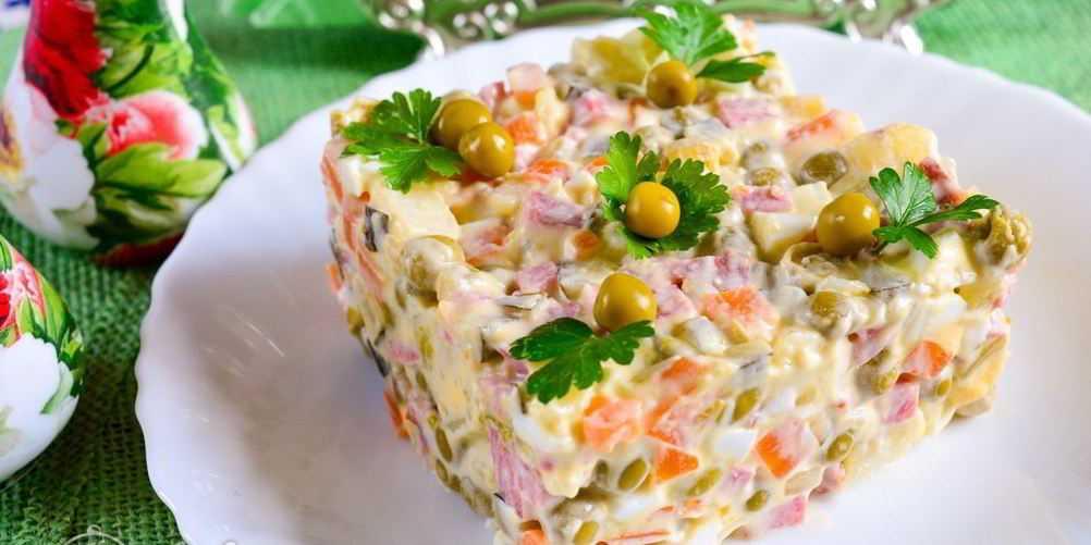 Салат «столичный»: классический рецепт иварианты скурицей, говядиной, колбасой, языком ирыбой + отзывы