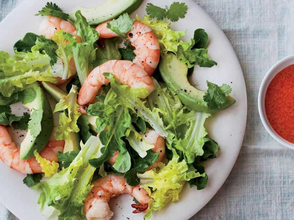 Салат с креветками и авокадо - минимум калорий: рецепт с фото и видео
