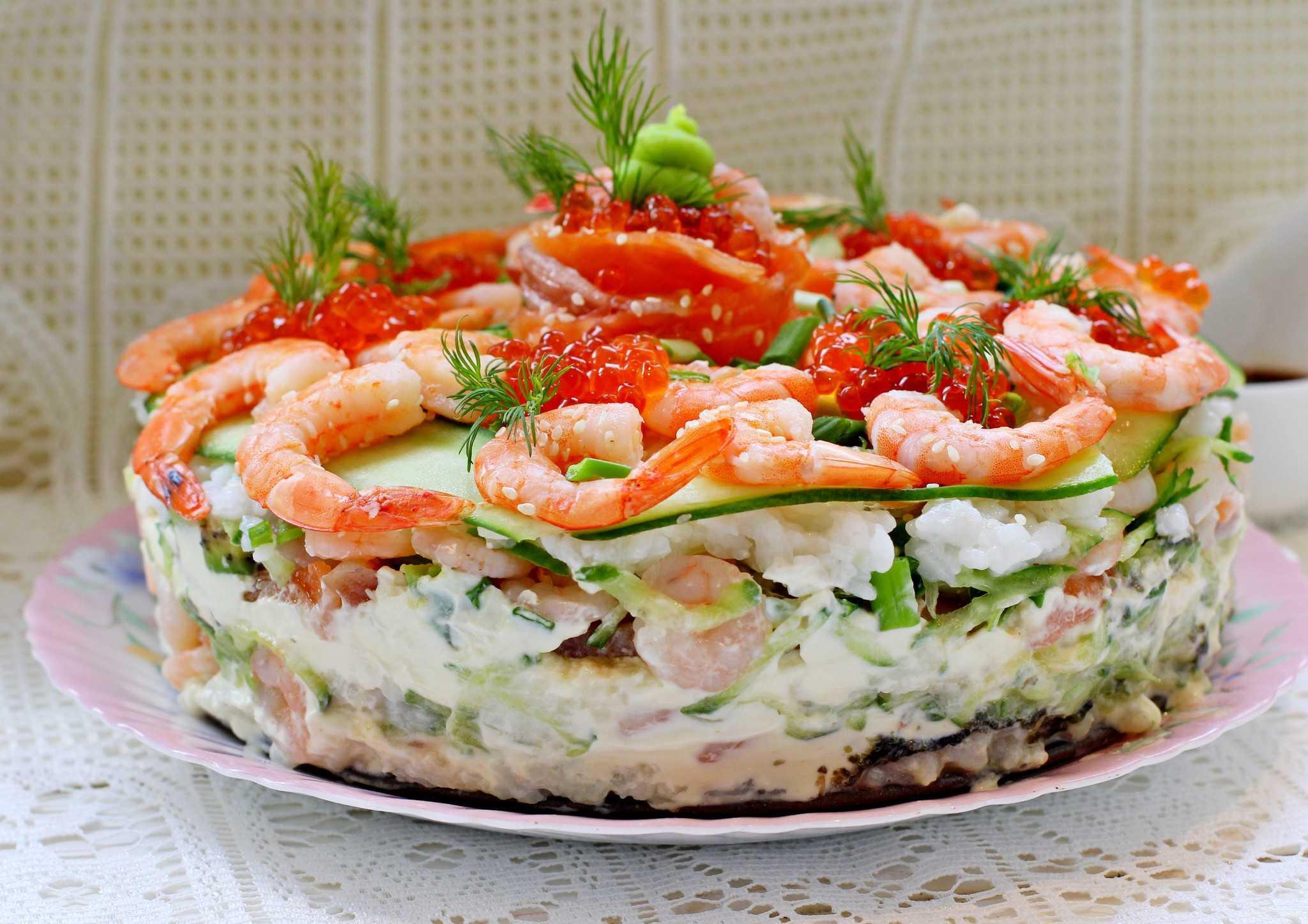 Из описания вы узнаете, как лучше всего приготовить рецепт Салат с омлетом и лососем  пошаговые фото, советы, состав, похожие салаты, комментарии, порядок приготовления