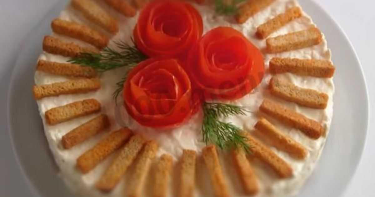 Салат нежный с крабовыми палочками и сыром - простые и сложные блюда: рецепт с фото и видео