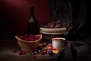 Простые рецепты приготовления вкусного вина из старого и забродившего варенья