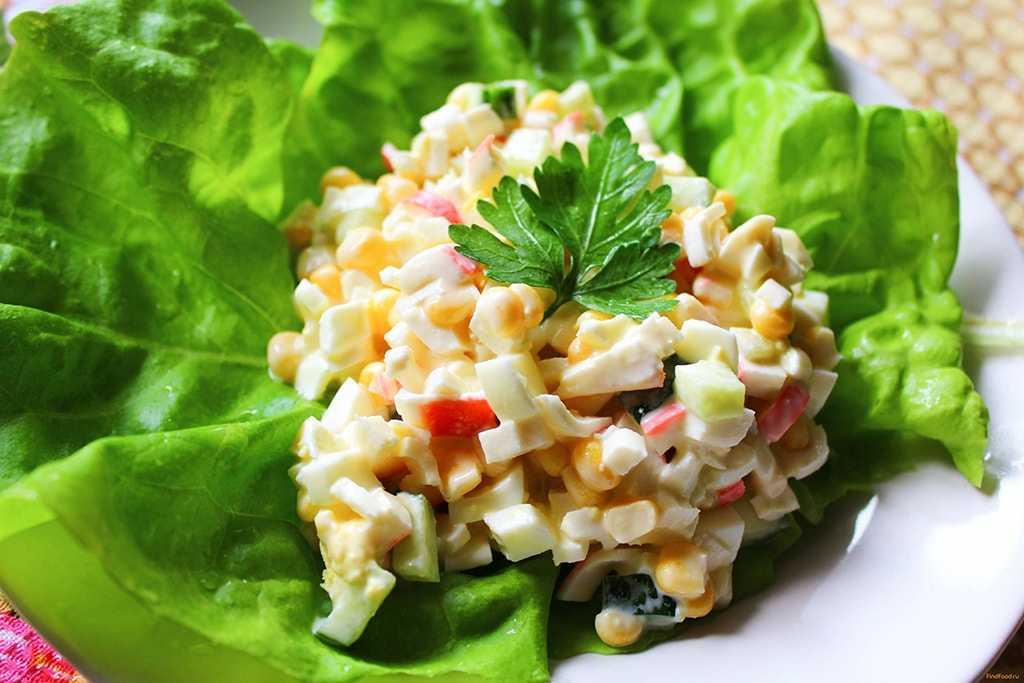 Салат крабовый классический с кукурузой и рисом