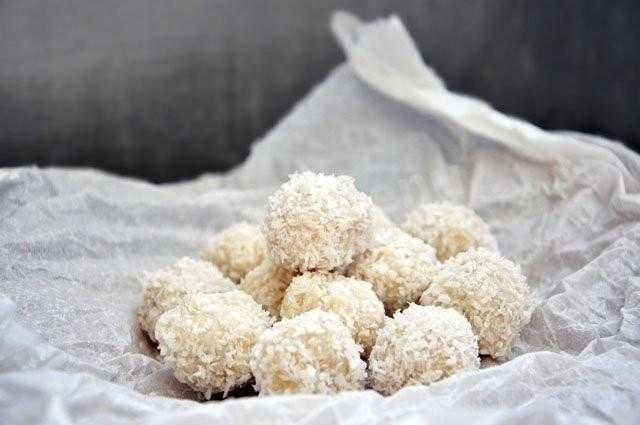 Пошаговый рецепт приготовления рафаэлло из крабовых палочек с фото