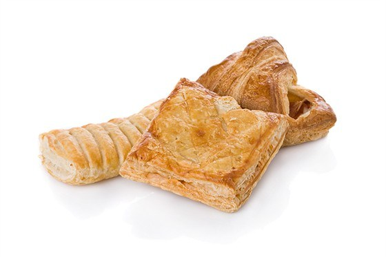 Пирожки из слоеного дрожжевого теста на сковороде рецепт с фото пошагово - 1000.menu