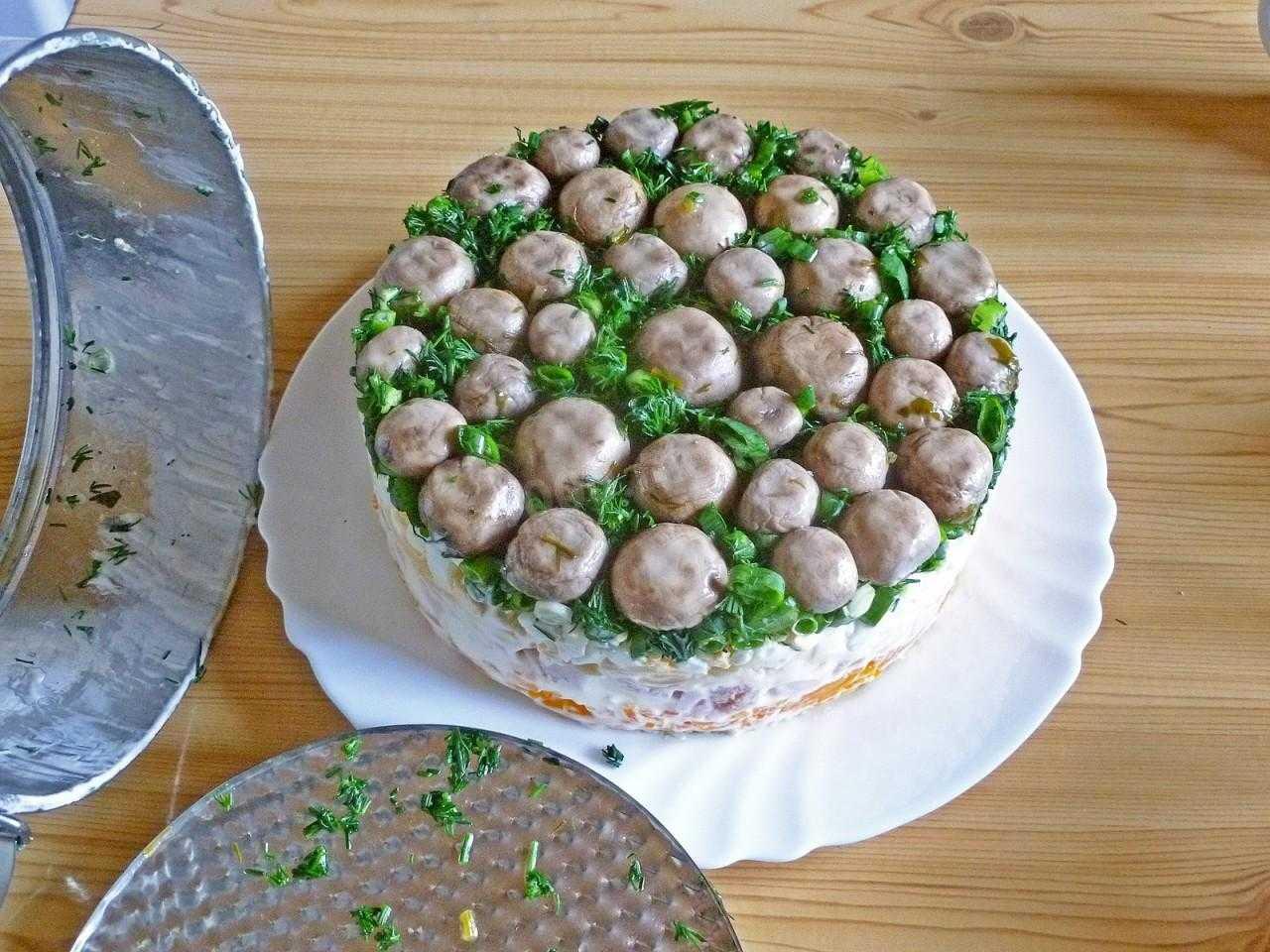 Вас поразят простота и глубина этой грибной тайны Сам рецепт с пошаговыми фотографиями этапов приготовления - настоящий микс привычных вкусов с новыми нотками Просто, быстро и эффектно - блюдо для праздника и для будних дней