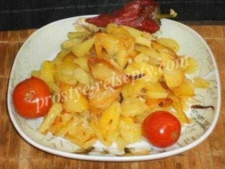 Жареная картошка на сковороде — 8 вкусных рецептов