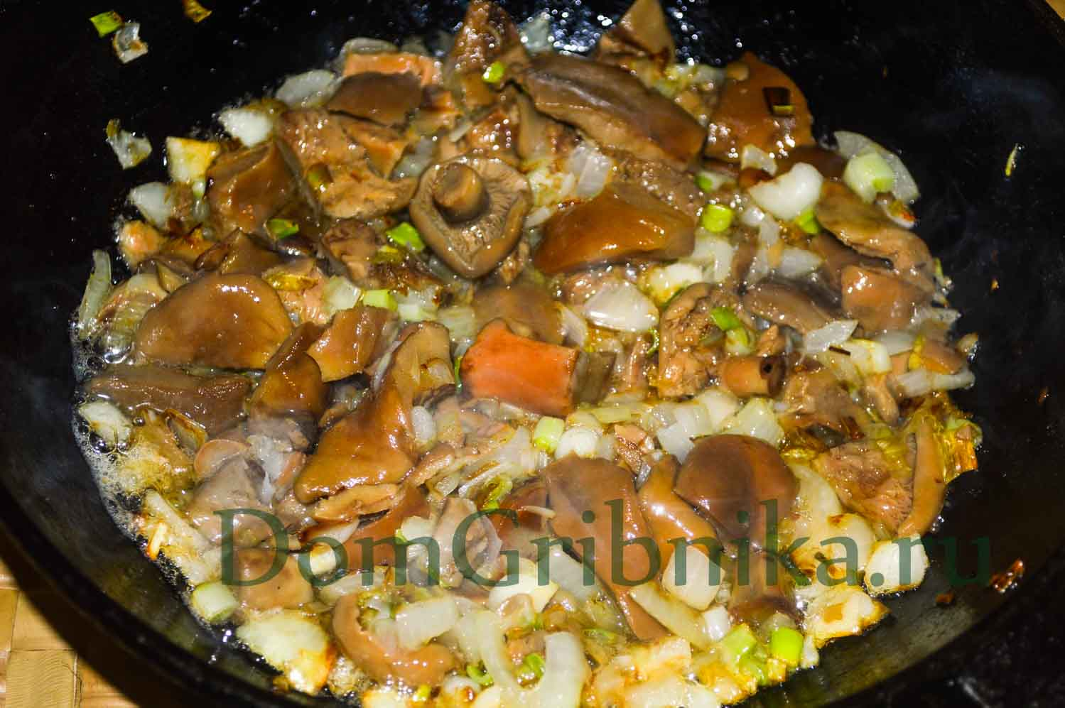 Готовим пирог с картошкой и грибами в духовке - 8 рецептов