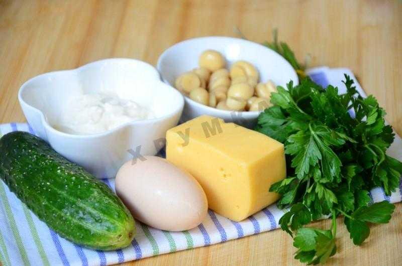 Салат с консервированной фасолью, грибами и соленым огурцом рецепт с фото - 1000.menu