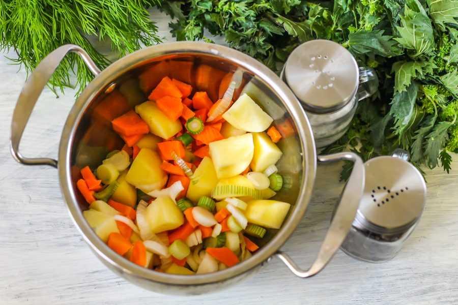 Зеленый суп из крапивы с клецками и польза, и экономия