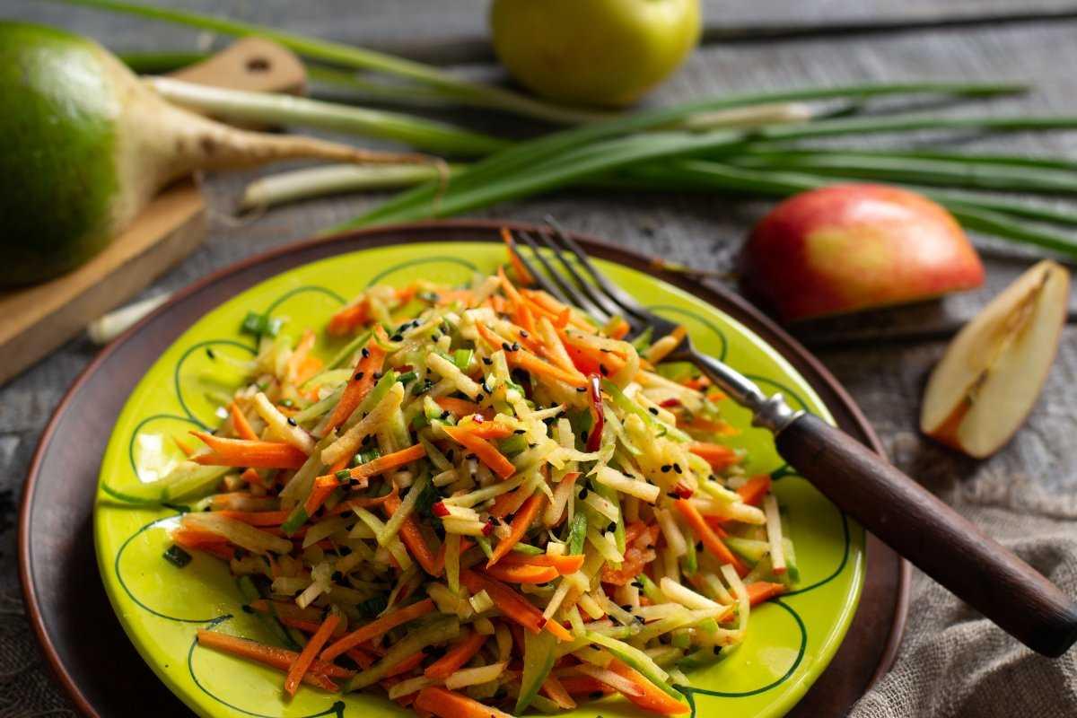 Как быстро и вкусно приготовить салат из черной редьки