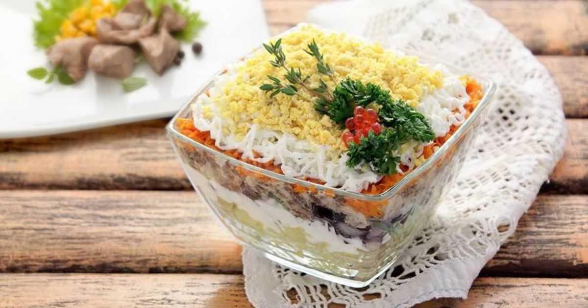 Салат печень трески с огурцами и яйцом