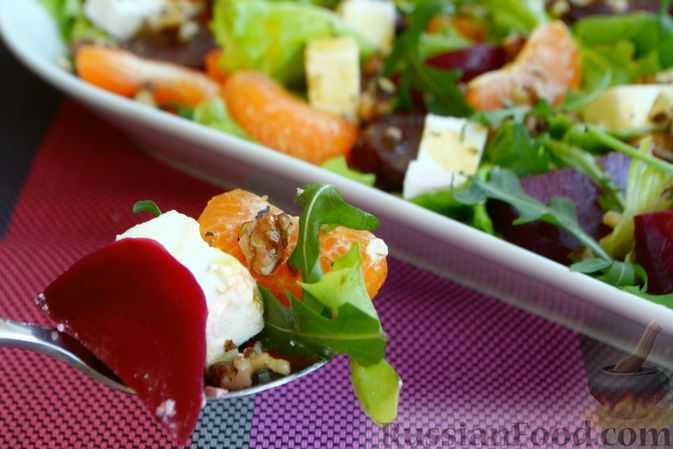 Салат с запеченной свеклой и сыром фета и не только