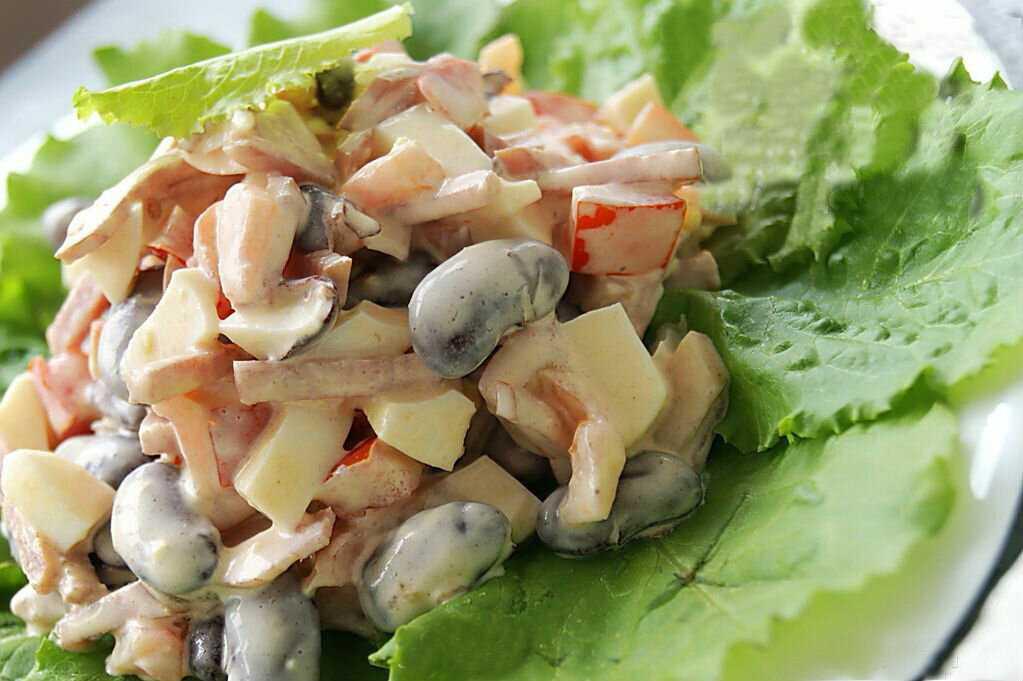 Салат с курицей и фасолью: 10 хороших рецептов