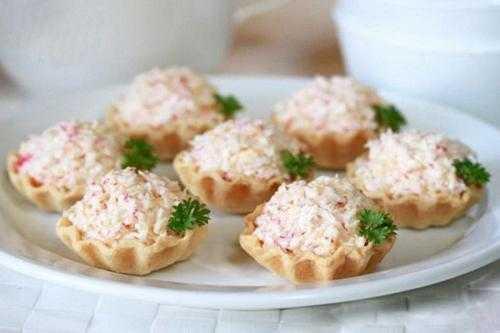 Тарталетки с тунцом – рецепты закуски из консервы с яйцом, творожным сыром и икрой