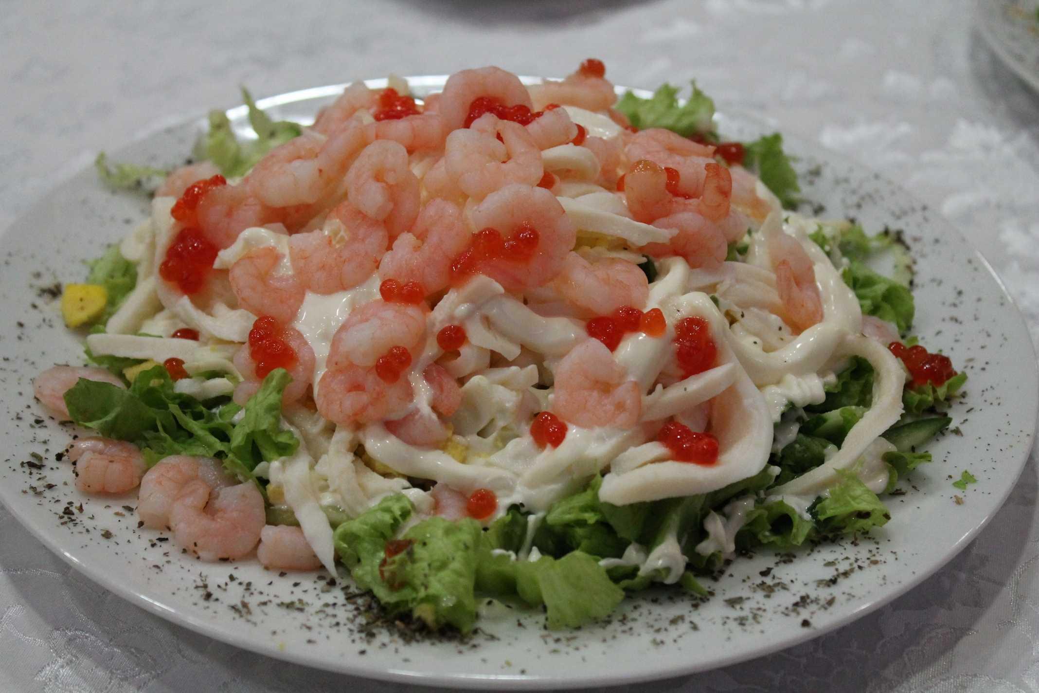 Самые вкусные салаты с кальмарами (12 простых рецептов)