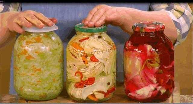 Маринованная капуста быстрого приготовления с уксусом, в том числе яблочным: вкусные рецепты с горячим рассолом, свеклой, подсолнечным маслом и другими продуктами русский фермер
