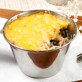 Что такое жульен - как готовить в домашних условиях с мясом или рыбой, правила подачи в кокотницах