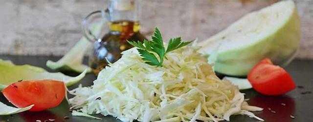 Рецепты классического и быстрого приготовления капусты в горячем маринаде. как выбрать вид овоща и рассола?