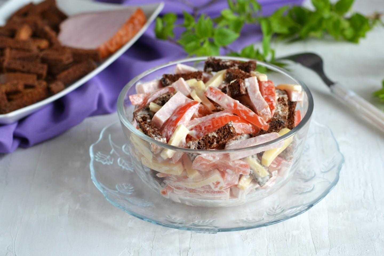Салат с помидорами – для праздничного и повседневного стола: рецепт с фото и видео