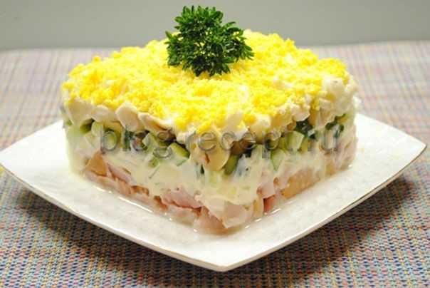 Салат с копченой курицей: какой салат можно приготовить из копченой курочки, рецепт с фото пошагово очень вкусный и легкий