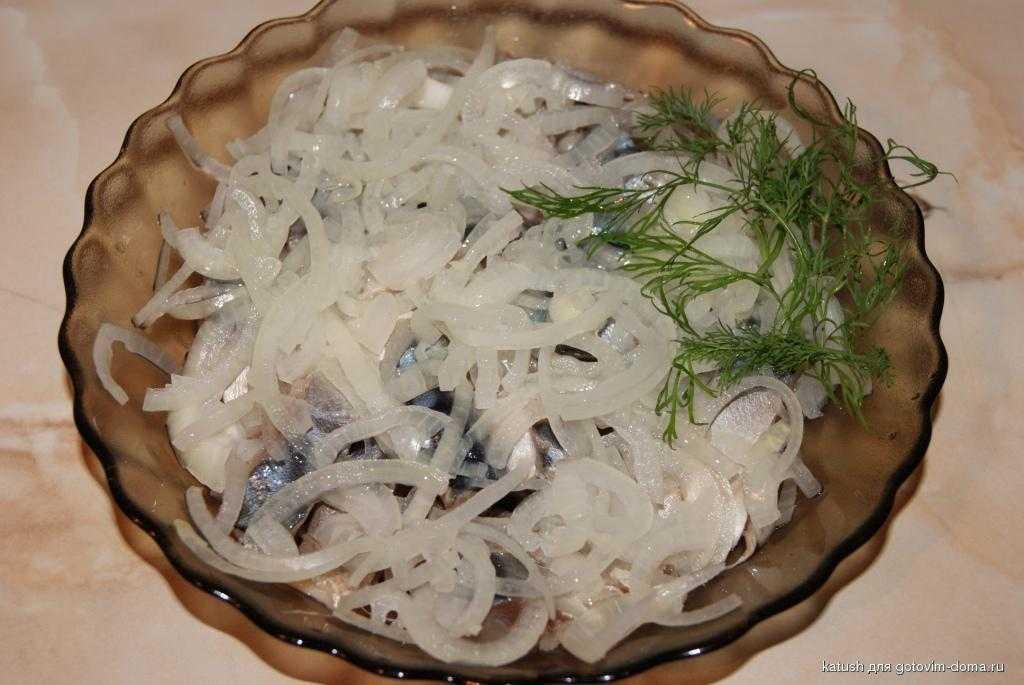 Салат «мимоза» из скумбрии горячего и холодного копчения
