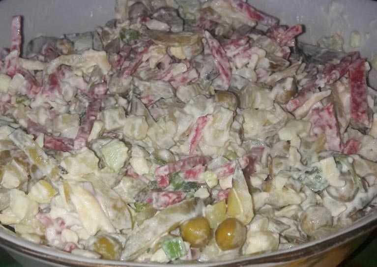 Салат с охотничьими колбасками рецепт с фото пошагово - 1000.menu