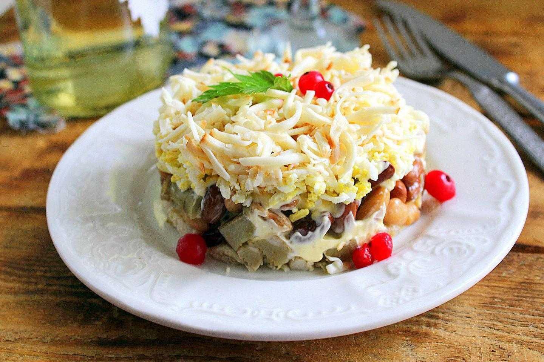 Салат с солеными груздями: 8 очень вкусных рецептов