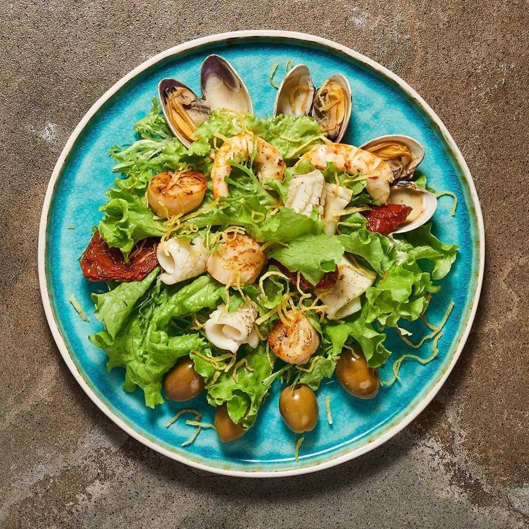 Тёплый салат с морепродуктами – 7 рецептов