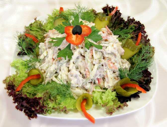 """Салат """"прага"""" с курицей и черносливом - лучшие рецепты, оригинальные варианты!"""