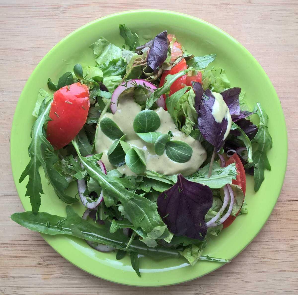 Салат с помидорами, творогом и базиликом рецепт с фото пошагово - 1000.menu