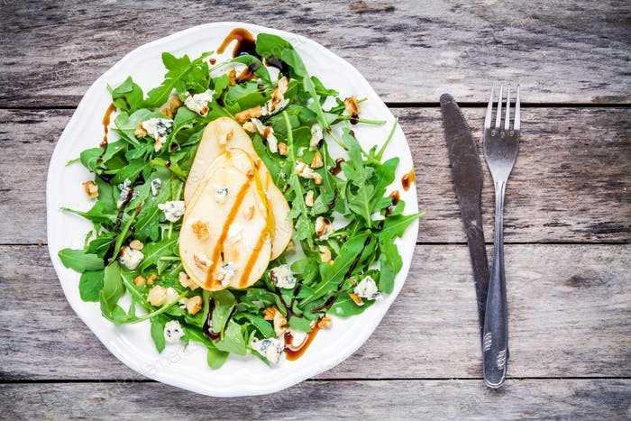 11 необычных рецептов салата с кедровыми орешками