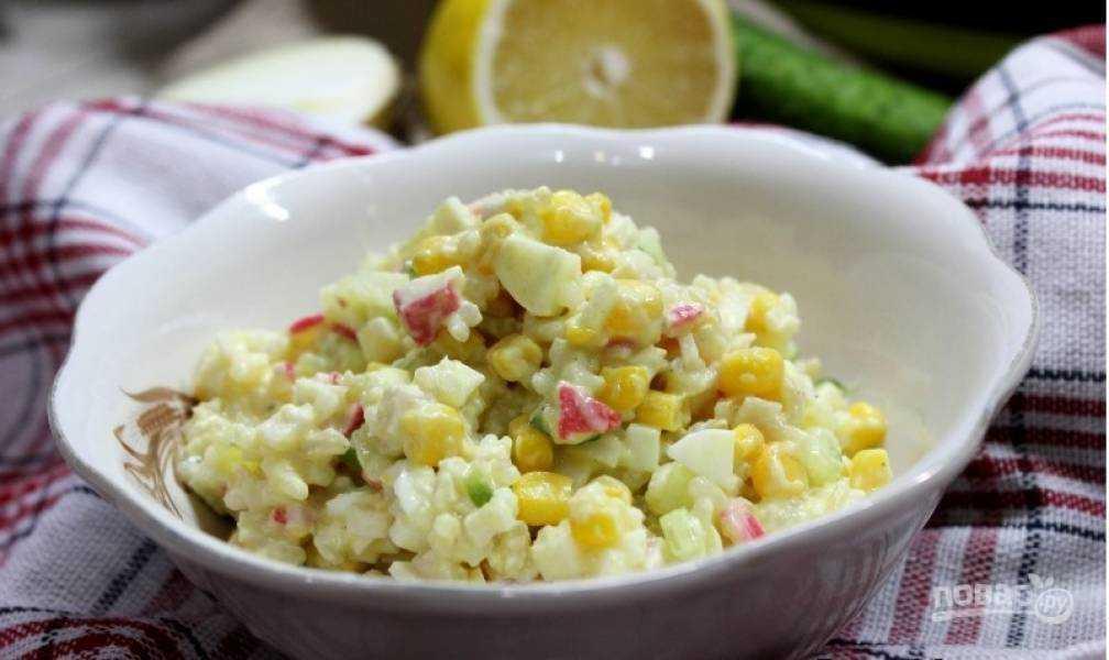 Крабовый салат с сухариками рисом яйцами