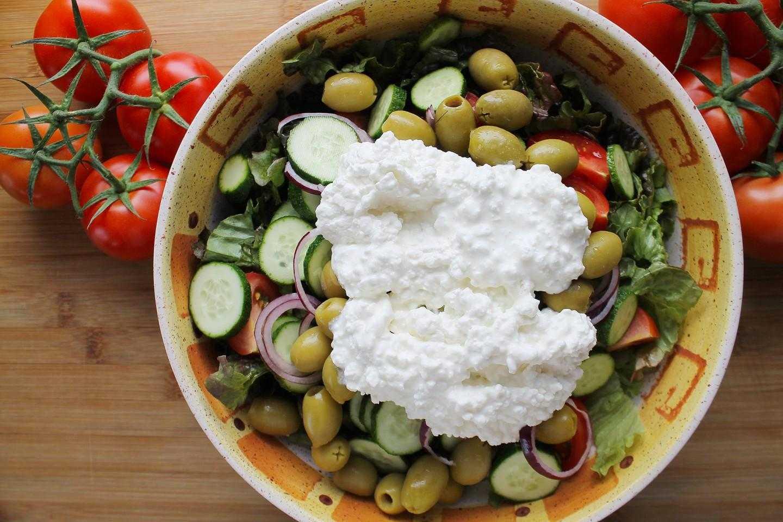 Салат с курицей яйцом и помидором рецепт с фото пошагово - 1000.menu