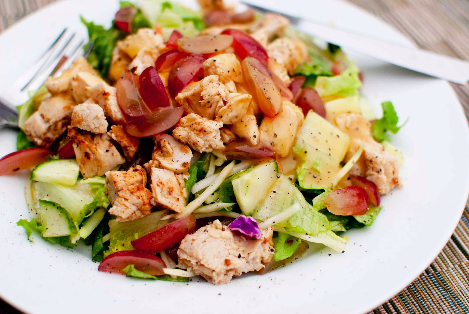 Салат с копченой курицей помидором сыром кукурузой рецепт с фото пошагово - 1000.menu