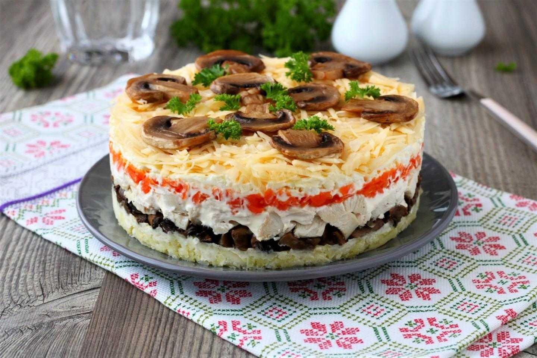 Салат с курицей и маринованными грибами - неподражаемый вкус: рецепт с фото и видео